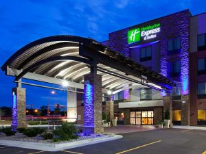 To Amy Von Bank and everyone at the Holiday Inn Express & Suites-Fort Dodge. They provided our room and the staff did an amazing job.  http://www.ihg.com/holidayinnexpress/hotels/us/en/fort-dodge/fodee/hoteldetail https://www.facebook.com/fortdodgehie?fref=ts