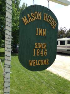Before hitting up the flea market we stopped into the Mason House Inn. Known for it's haunting, ghost hunters from all over the country have stopped in and stayed at the Inn.   http://www.masonhouseinn.com/