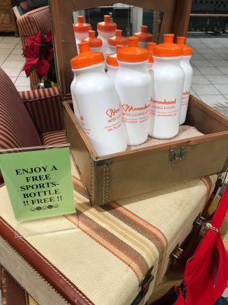 Free souvenirs at the Arrowhead Motel.
