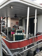 S&S Houseboat on the Mississippi